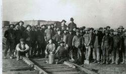 Lavoratori cinesi alla ferrovia